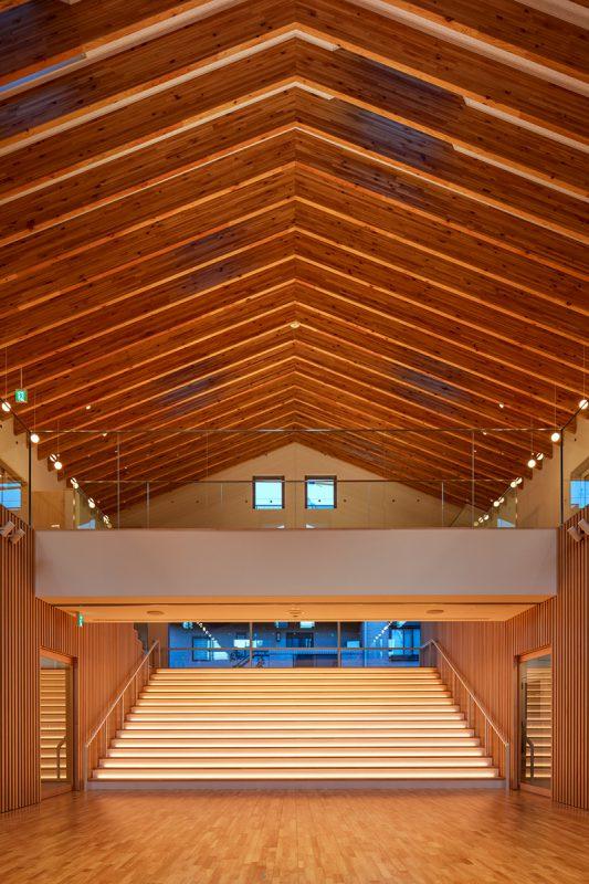 ホールと大階段のライトアップ